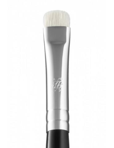 B133 - Кисть для нанесения теней по контуру глаз и для растушевки теней, карандаша или подводки MAKE-UP-SECRET
